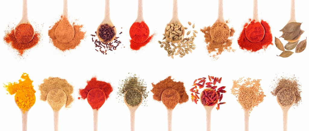 Spices_in_spoons_1024x437